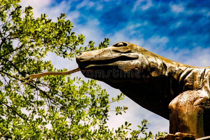 Standbeeld van Komodo-Draak stock afbeelding