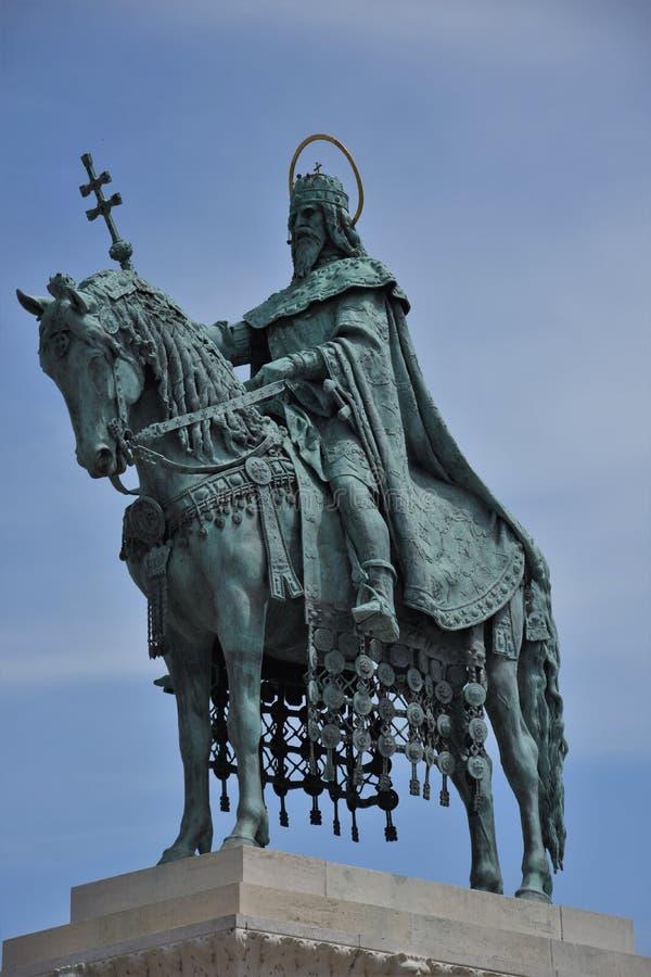 Standbeeld van Koning Stephen 1 van Hongarije op Kasteelheuvel, Boedapest royalty-vrije stock foto