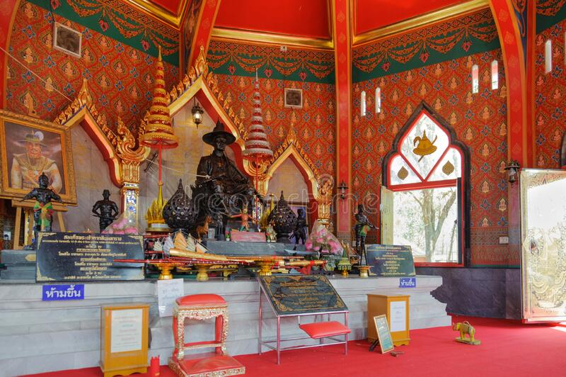 standbeeld van koning Taksin de Grote bij de koning Taksin Shrine voor de 2e bataljon, 1e Infanteregime, Royal Thai Marine Cor stock foto