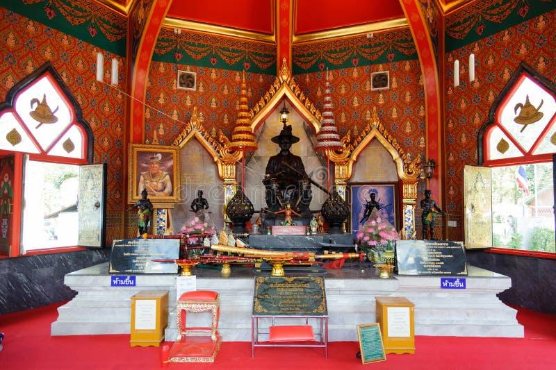 standbeeld van koning Taksin de Grote bij de koning Taksin Shrine voor de 2e bataljon, 1e Infanteregime, Royal Thai Marine Cor stock foto's