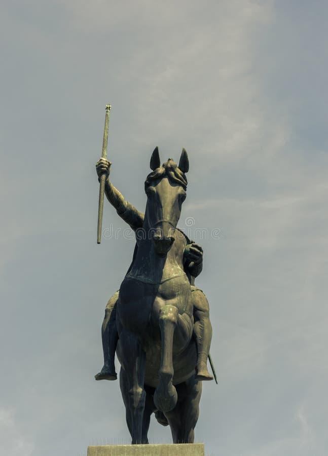 Standbeeld van Koning Tomislav op Tomislav Square in Zagreb, vooraanzicht stock foto