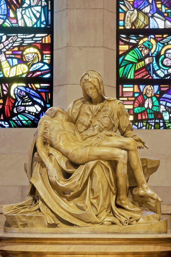 Standbeeld van La Pieta binnen de Kathedraal van Manilla, Manilla, Philippi stock foto