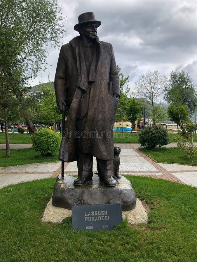 Standbeeld van Lasgush Poradeci stock foto
