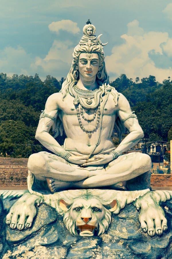 Standbeeld van Lord Shiva in Rishikesh stock fotografie
