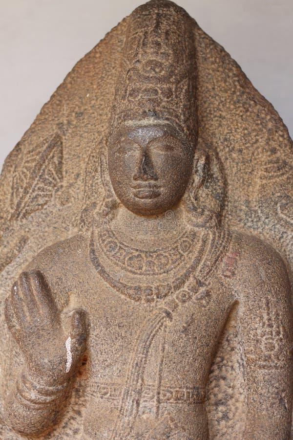 Standbeeld van Lord Vishnu in bevindende positie, zegen stock foto