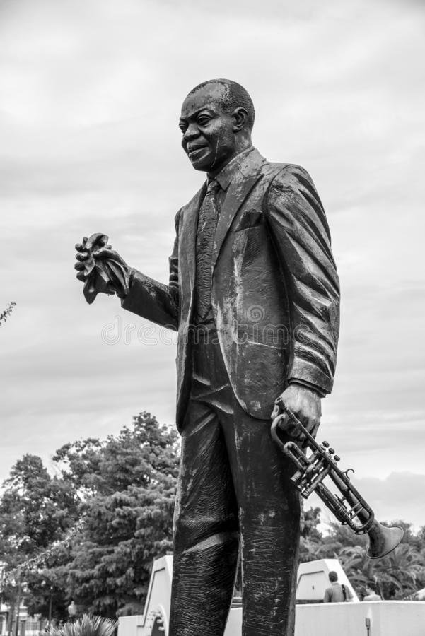 Standbeeld van Louis Armstrong binnen het park met dezelfde naam in NOLA royalty-vrije stock fotografie