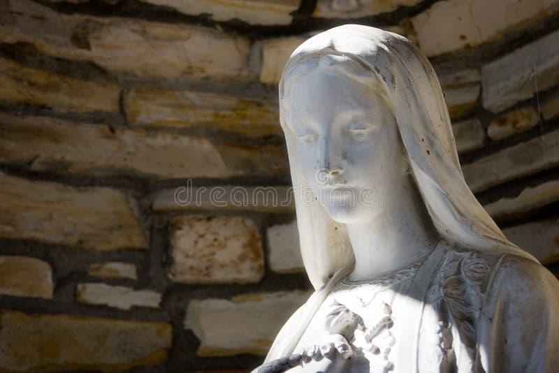 Download Standbeeld Van Maagdelijke Mary Stock Afbeelding - Afbeelding bestaande uit christendom, standbeeld: 10777179
