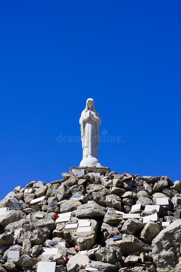 Standbeeld van Maagdelijke Mary in de bergen van Corsica royalty-vrije stock afbeeldingen