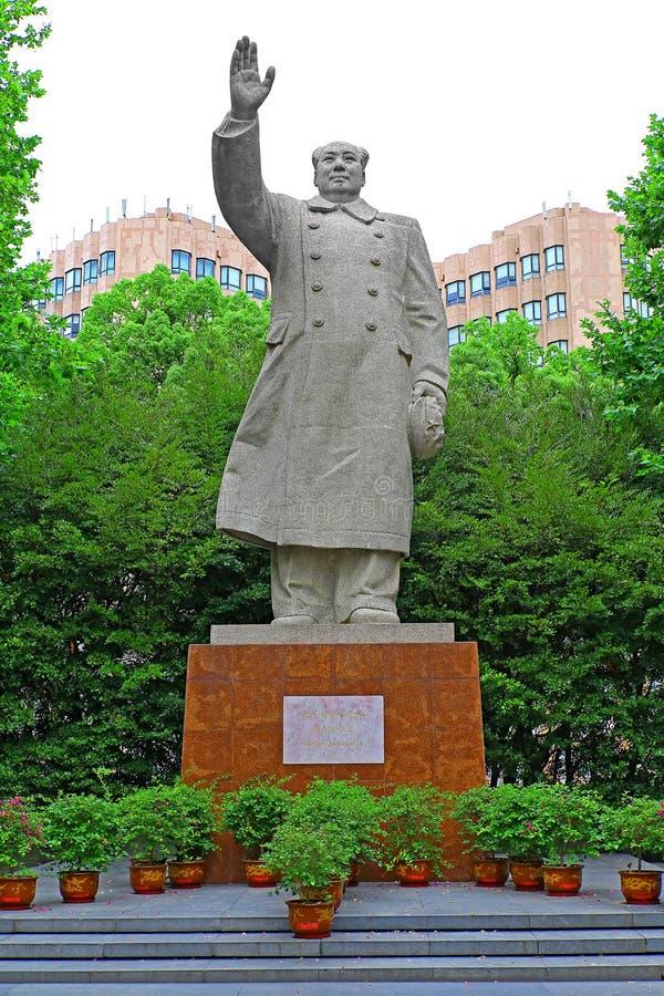 Standbeeld van mao zedong bij tongji universitaire campus Shanghai, China royalty-vrije stock foto