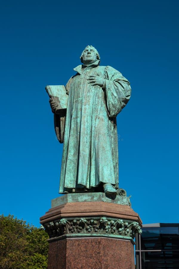 Standbeeld van Martin Luther in Maagdenburg, Duitsland stock foto