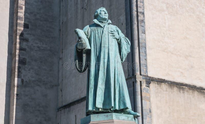 Standbeeld van Martin Luther in Maagdenburg, Duitsland stock afbeeldingen
