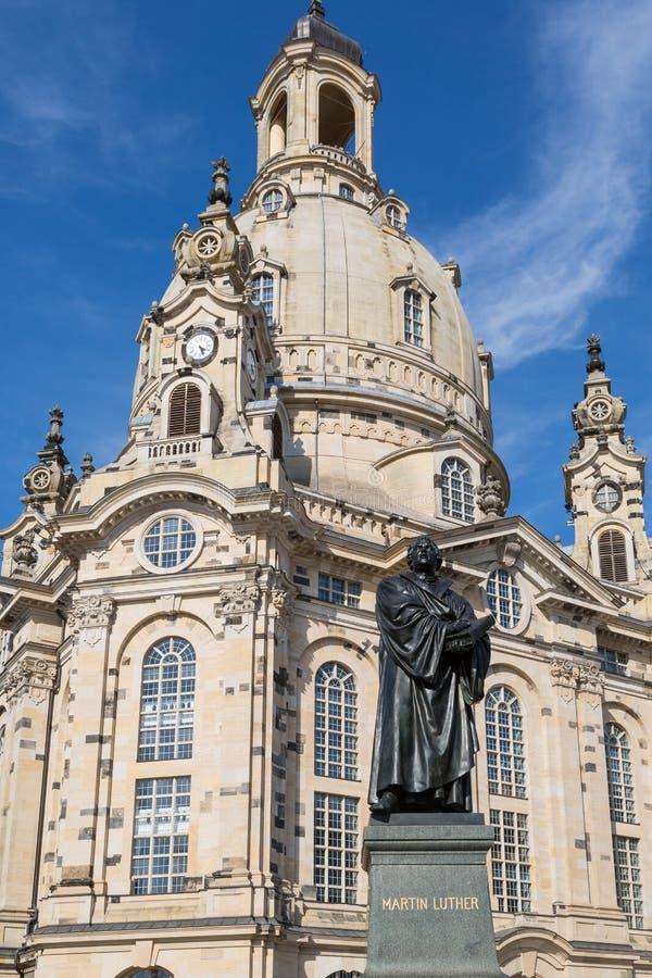 Standbeeld van Martin Luther voor Frauenkirche in Dresden, Ger stock foto