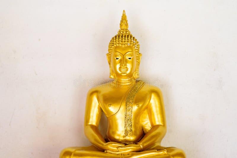 Standbeeld van meditatie het gouden Boedha in de tempel royalty-vrije stock afbeelding