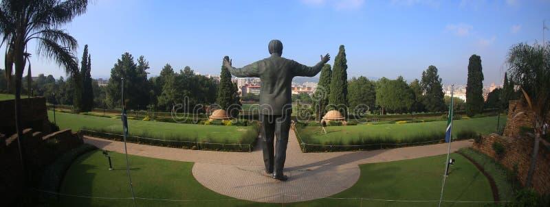 Standbeeld van Nelson Mandela in Johannesburg stock afbeelding