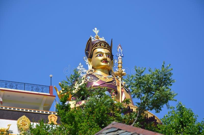 Standbeeld van Padmasambhava in Rewalsar royalty-vrije stock foto