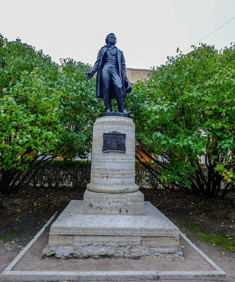 Standbeeld van Pushkin in Heilige Petersburg stock afbeelding