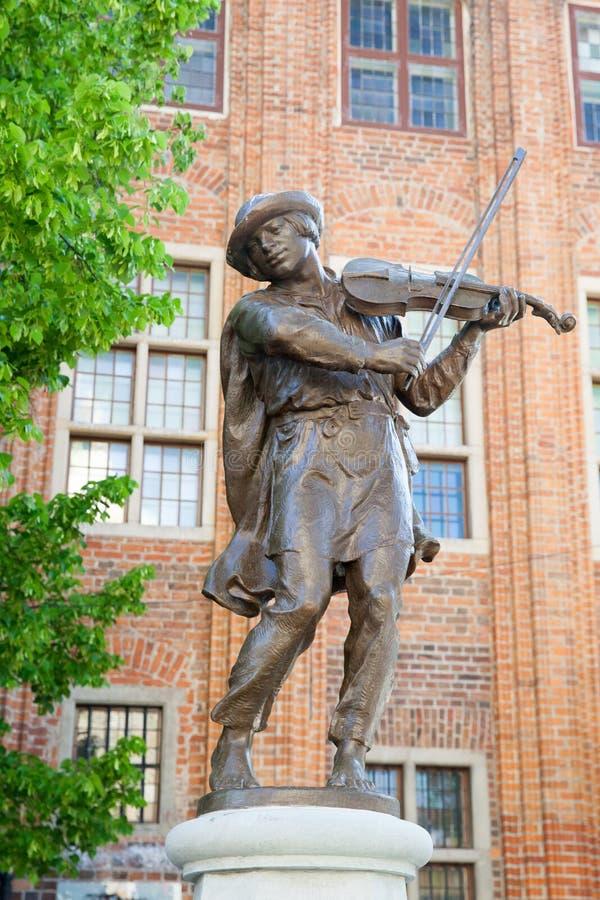 Standbeeld van raftsman die de viool in Torun spelen royalty-vrije stock afbeelding