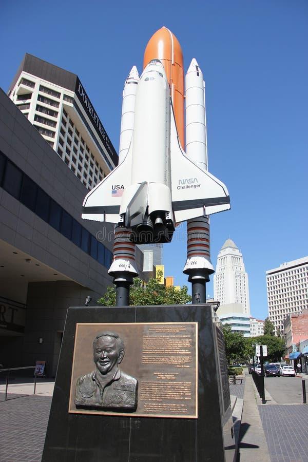 Standbeeld van Raket en Japanse Amerikaanse Astronaut stock afbeeldingen