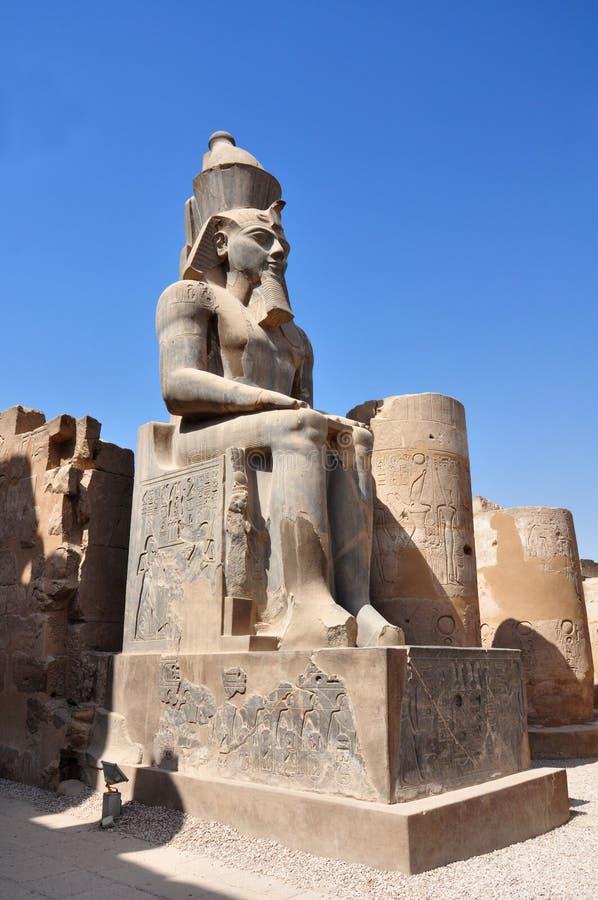 Standbeeld van Ramses II, Luxor-Tempel, oud Egypte stock afbeeldingen