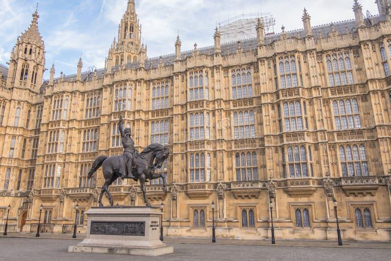 Standbeeld van Richard I in Londen stock afbeelding