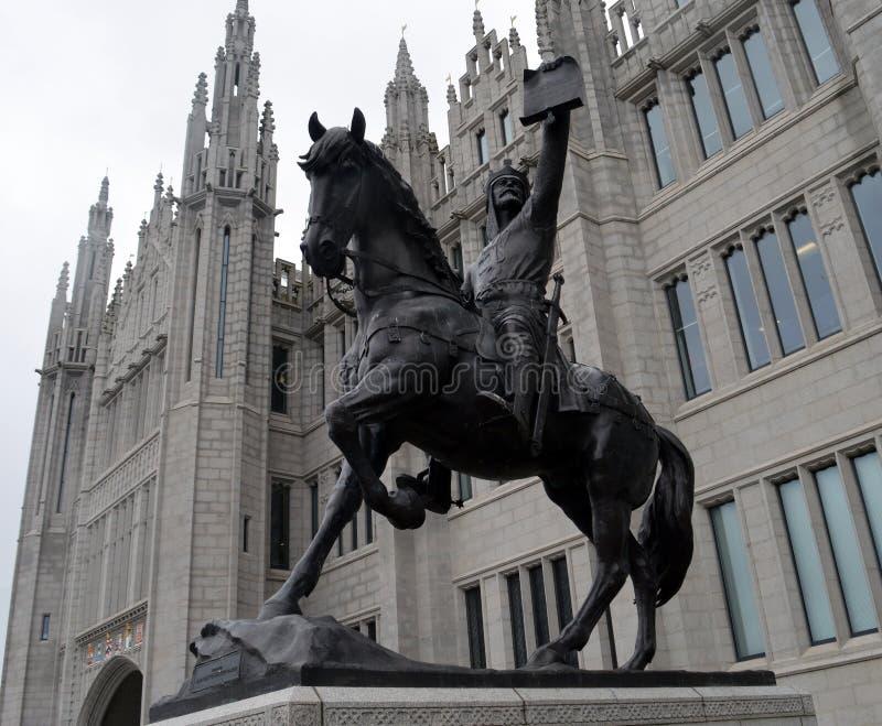 Standbeeld van Robert Bruce buiten Marischal-Universiteit, Aberdeen, royalty-vrije stock afbeelding