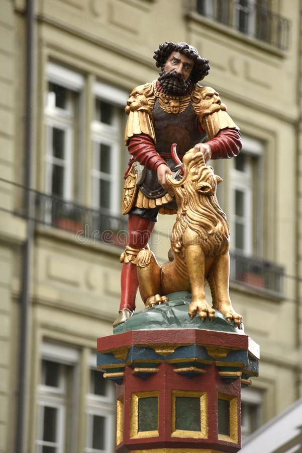 Standbeeld van Samson Fountain bij Kramgasse-straat in Bern, Switz stock afbeelding