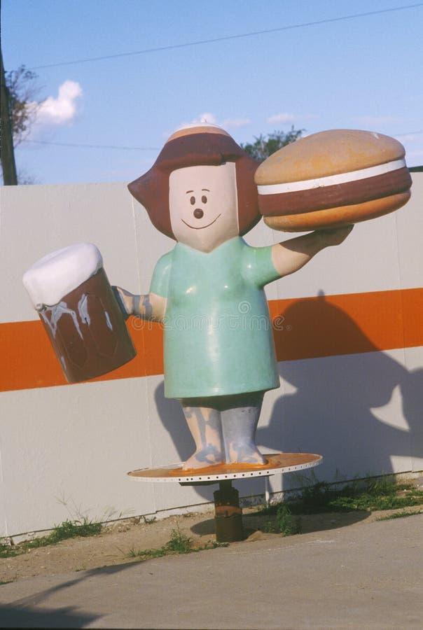 Standbeeld van serveerster buiten Hamburgertribune, Bowie AZ stock afbeeldingen