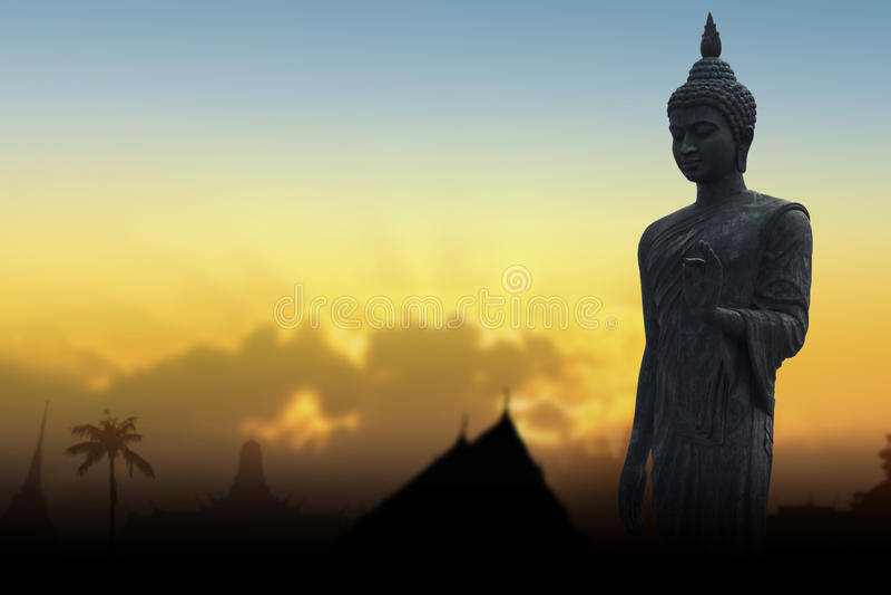 Standbeeld van silhouet het openbare Boedha royalty-vrije stock afbeeldingen