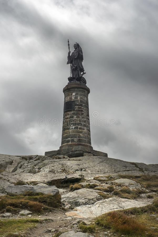 Standbeeld van Sint-bernard bij Grote St Bernard Pass, Zwitserland stock afbeeldingen