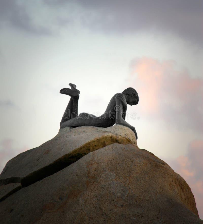 Standbeeld van Sirene op de rots in Acapulco stock fotografie