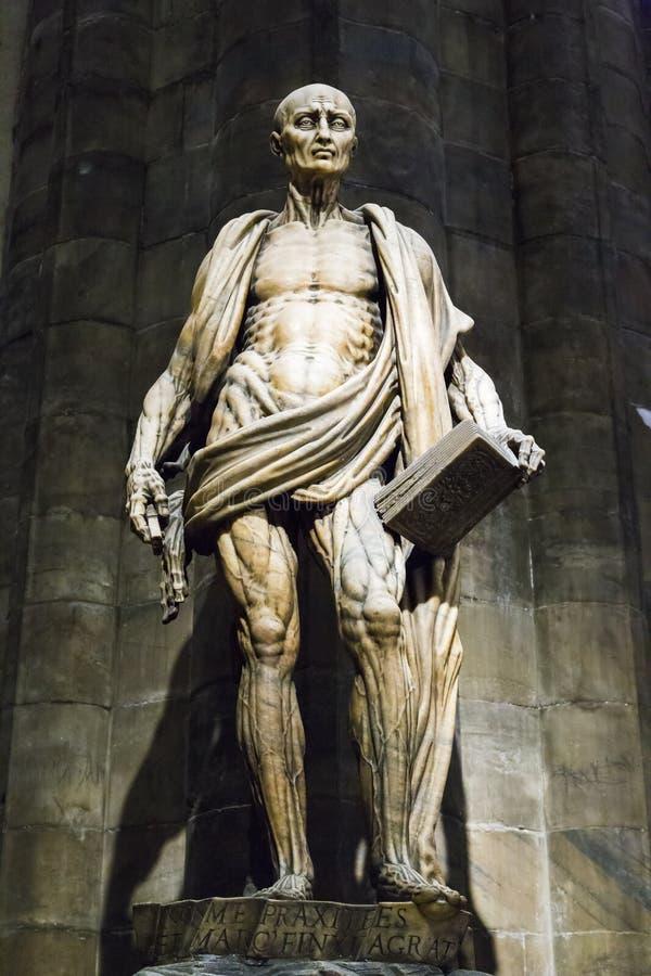 Standbeeld van St Bartholomew in Milan Cathedral royalty-vrije stock foto