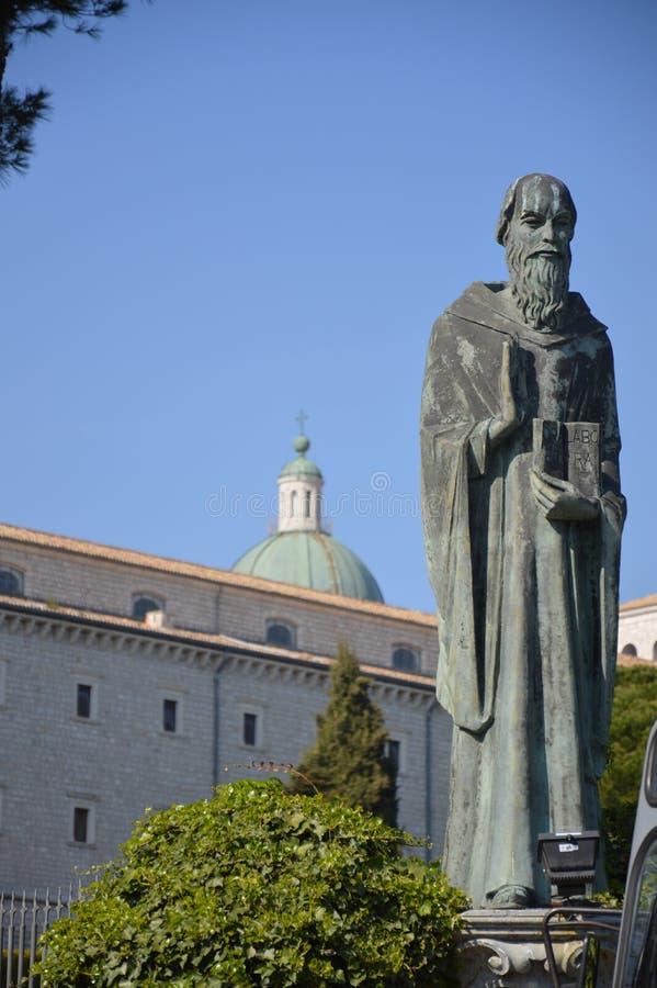 Standbeeld van St Benedict stock fotografie