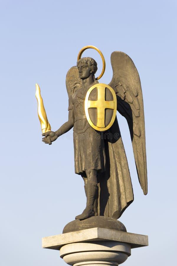 Standbeeld van St Michael de Aartsengel stock foto's