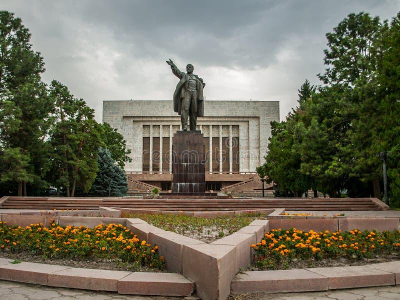 Standbeeld van V I Lenin in hoofdstad van Kyrgyzstan - Bishkek royalty-vrije stock fotografie