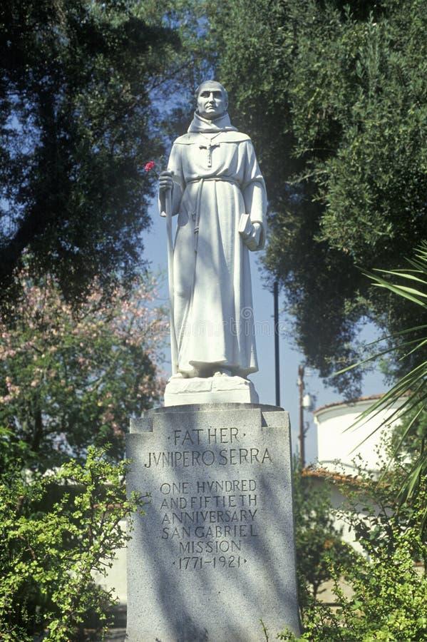 Standbeeld van Vader Junipero Serra bij San Gabriel Mission Museum in Californië, in 1771 wordt opgericht die royalty-vrije stock afbeelding