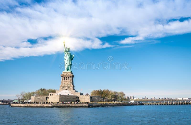 Standbeeld van Vrijheid - de Stad van New York van rivier Hudson stock foto