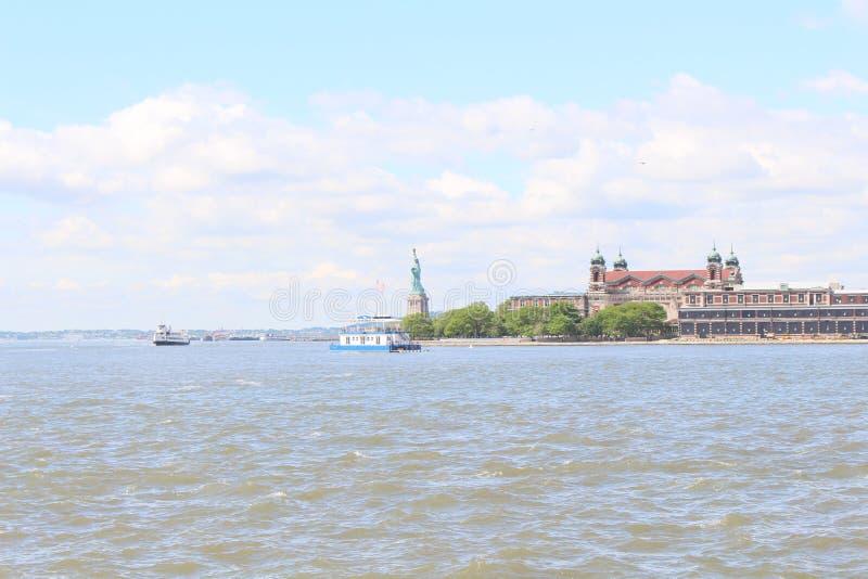 Standbeeld van Vrijheid & Ellis Island stock foto's