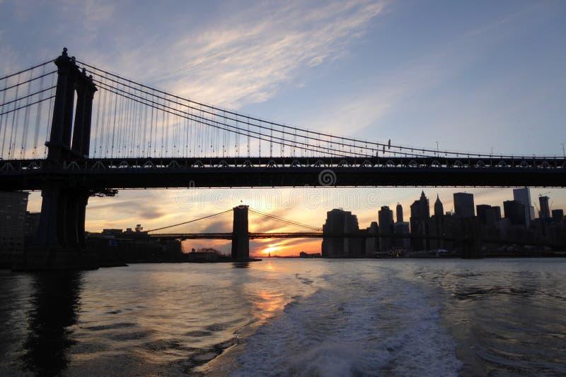 Standbeeld van Vrijheid en de Brug van Brooklyn royalty-vrije stock fotografie