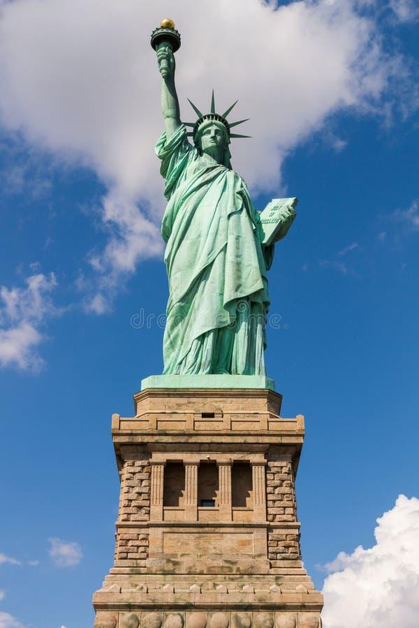 Download Standbeeld Van Vrijheid In New York, De V Stock Foto - Afbeelding bestaande uit scène, hemel: 54075780