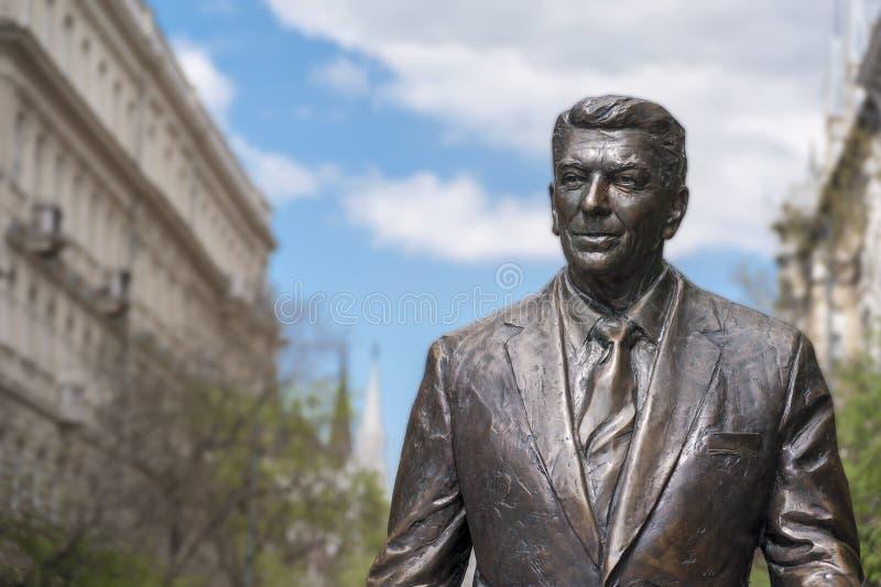 Standbeeld van vroeger U S President Ronald Reagan stock foto's