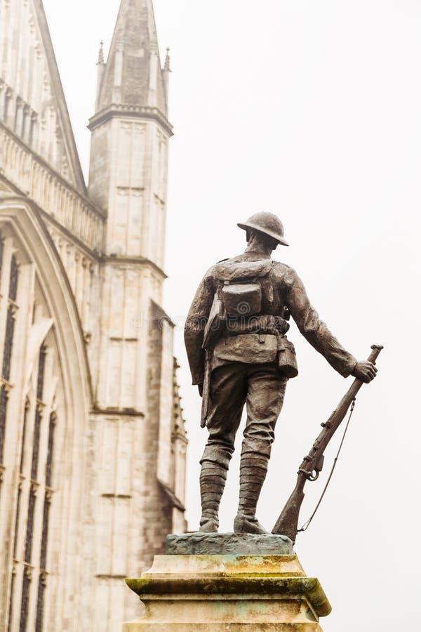 Standbeeld van Wereldoorlog Één Militair in de Kathedraalgronden van Winchester stock afbeeldingen