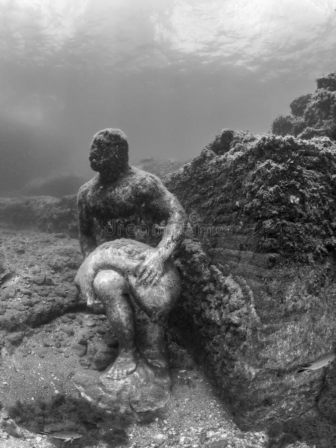 Standbeeld van Wineskin-drager in Claudio's Ninfeum onderwater, archeologie royalty-vrije stock afbeeldingen