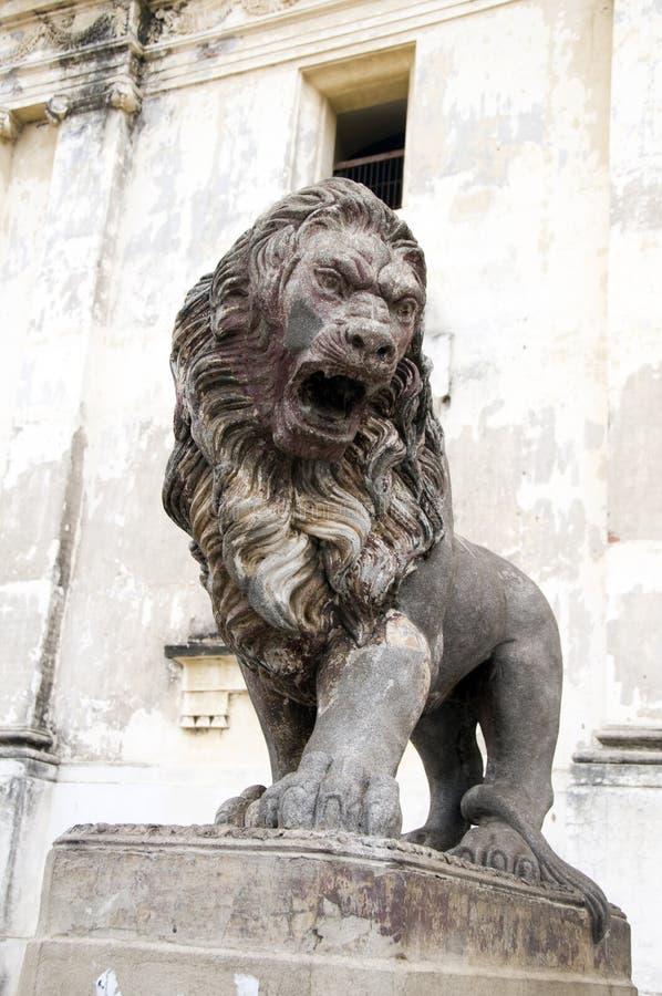 Standbeeld voor kathedraal leon Nicaragua royalty-vrije stock fotografie