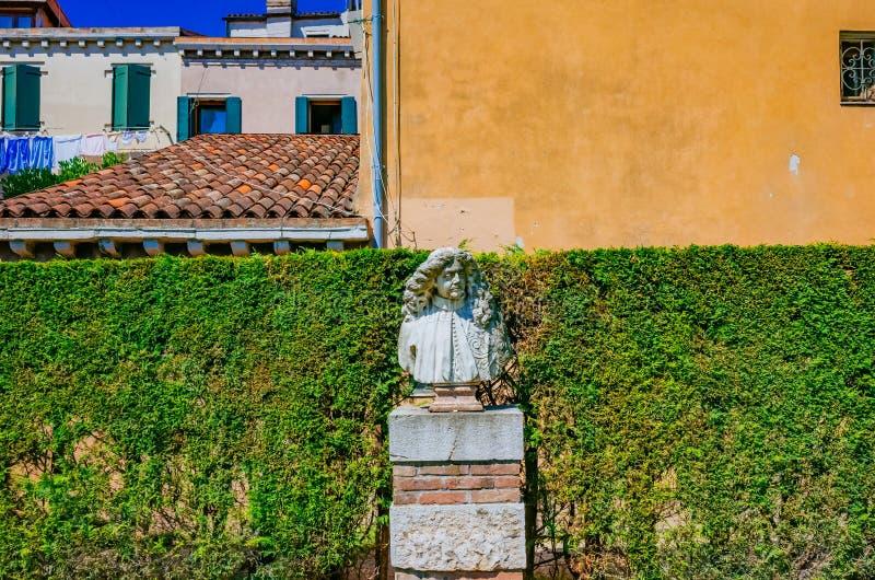 Standbeeld voor Venetiaanse huizen in Venetië, Italië royalty-vrije stock fotografie