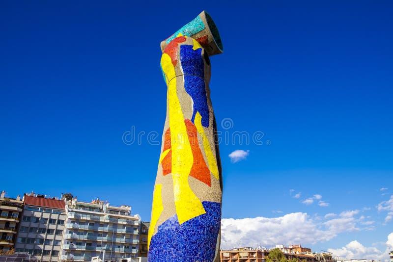 Standbeeld` Vrouw en Vogel ` Dona i Ocell, in Catalaan, door J wordt gecreeerd dat stock afbeelding