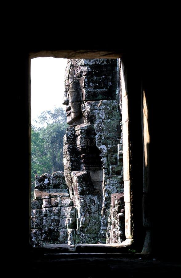 Standbeelden bij de Khmer ruïnes van tempelAngkor Wat royalty-vrije stock foto