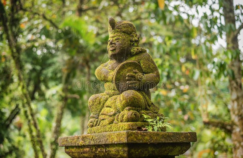 Standbeelden bij de Tempel van Tirta Empul in Bali, Indonesië royalty-vrije stock fotografie