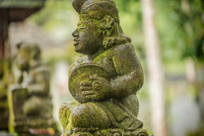 Standbeelden bij de Tempel van Tirta Empul in Bali, Indonesië stock fotografie