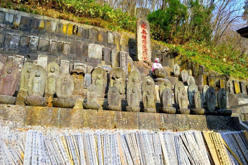 Standbeelden bij Yamadera-Complexe Tempel royalty-vrije stock fotografie