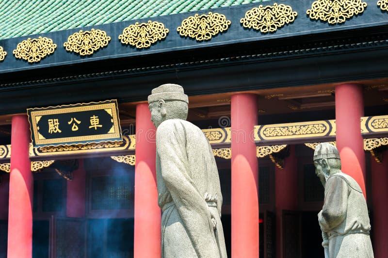 Standbeelden buiten de belangrijkste zaal in Che Kung Temple, Sha-Tin, Hong Kong royalty-vrije stock afbeelding